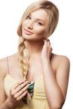 Schöne Blondine mit Bortenfrisur Lizenzfreie Stockfotografie