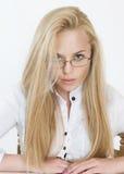Schöne Blondine mit glasse Lizenzfreies Stockbild