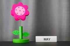 Schöne Blume handgemacht durch bunte Filzgewebe stockfoto