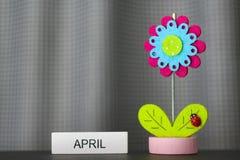 Schöne Blume handgemacht durch bunte Filzgewebe stockfotografie