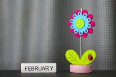 Schöne Blume handgemacht durch bunte Filzgewebe lizenzfreie stockfotografie