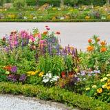 Schöne Blumenbeete Stockbild