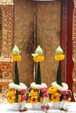 Schöne Blumengirlanden für buddhistische Anbetung Lizenzfreie Stockfotografie