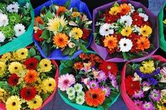 Schöne Blumensträuße Stockfotos