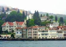 Schöne Bosphorus-Häuser Lizenzfreie Stockfotos