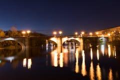 Schöne Brücke in der Nacht Lizenzfreie Stockfotografie