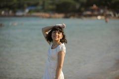 Schöne Braut auf einem Strand Lizenzfreies Stockbild