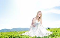 Schöne Braut im Freien Lizenzfreies Stockfoto