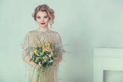 Schöne Braut im Hochzeitskleid Lizenzfreies Stockfoto