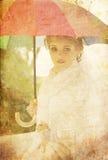 Schöne Braut im Park. Stockfotografie