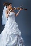 Schöne Braut im Studio Stockbilder