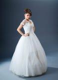 Schöne Braut im Studio Stockfotos