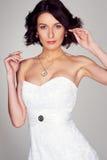 Schöne Braut im weißen Kleid Stockbild