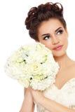 Schöne Braut mit Blumenstrauß Stockfoto