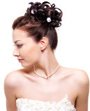 Schöne Braut mit Hochzeitsfrisur Stockfotos