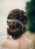 Schöne Braut mit Hochzeitsfrisur lizenzfreie stockbilder