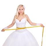 Schöne Braut mit messendem Band Stockbild