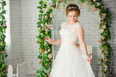 Schöne Braut vor Hochzeitszeremonie lizenzfreies stockfoto