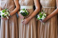 Schöne Brautjungfernblumensträuße stockfotos