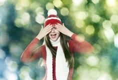 Schöne Brunettefrau - Weihnachtsporträt lizenzfreie stockbilder