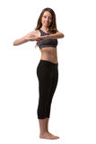 Schöne Brunettefrau, welche die Muskeln ihrer Arme aufwärmt und stockbild