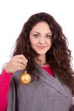 Schöne Brunettefrauen-Weihnachtsdekoration Stockfoto