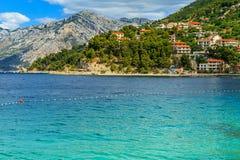 Schöne Bucht und Strand, Brela, Dalmatien-Region, Kroatien, Europa Stockfoto