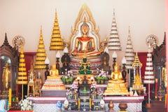 Schöne buddhistische Statue im thailändischen Tempel Lizenzfreies Stockfoto