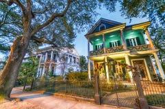 Schöne bunte Häuser von New Orleans, Louisiana Lizenzfreie Stockfotos