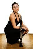 Schöne Clarinetistfrauen lizenzfreies stockfoto