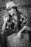 Schöne Cowgirl-Frau lizenzfreie stockfotos