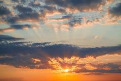 Schöne Dämmerung in den Wolken Stockfoto