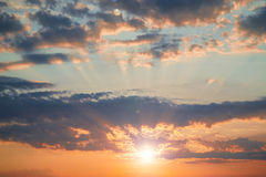 Schöne Dämmerung in den Wolken Lizenzfreies Stockbild