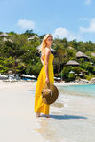 Schöne Dame auf dem Strand Lizenzfreies Stockfoto