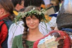 Schöne Dame des jungen Ritters Stockfotos