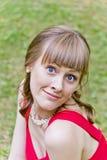Schöne Dame im Rot Lizenzfreie Stockbilder
