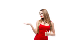 Schöne Dame im roten Kleid mit den roten Lippen des hellen Makes-up, herrliche junge Frau des Fehlschlags A mit dem langen Haar,  Stockfotos