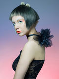 Schöne Dame im schwarzen Kleid Lizenzfreies Stockbild