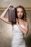 Schöne Dame mit Fall Stockfotografie