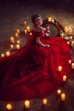 Schöne Dame mit Kerzen Stockbild