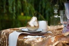 Schöne Dekoration auf Hochzeitstafel Stockbild