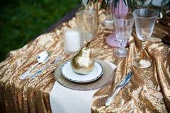 Schöne Dekoration auf Hochzeitstafel Stockfotos