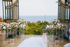 Schöne Dekoration von Blumen an der Hochzeit Lizenzfreie Stockfotos
