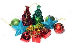 Schöne Dekorationen der Nahaufnahme Weihnachtsauf einem weißen Hintergrund Stockbilder