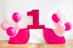 Schöne Dekorationen für den ersten Geburtstag, rosa Stockfoto