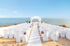 Schöne Dekorationen für die Hochzeitszeremonie. lizenzfreies stockfoto