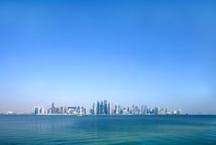 Schöne Doha-Skyline durch Weitwinkel stockfotografie