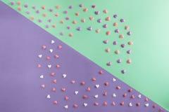 Schöne Ebene legen Muster von Herzen auf tiffany Hintergrund Lizenzfreies Stockbild