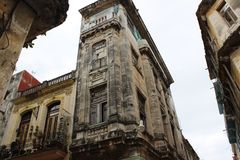 Schöne Ecke des alten Hauses in der historischen Mitte von Havana, Kuba Lizenzfreie Stockfotos
