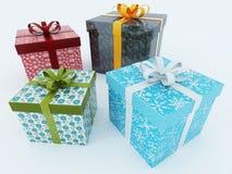 Schöne eingewickelte Geschenke für Feiertage Stockbilder